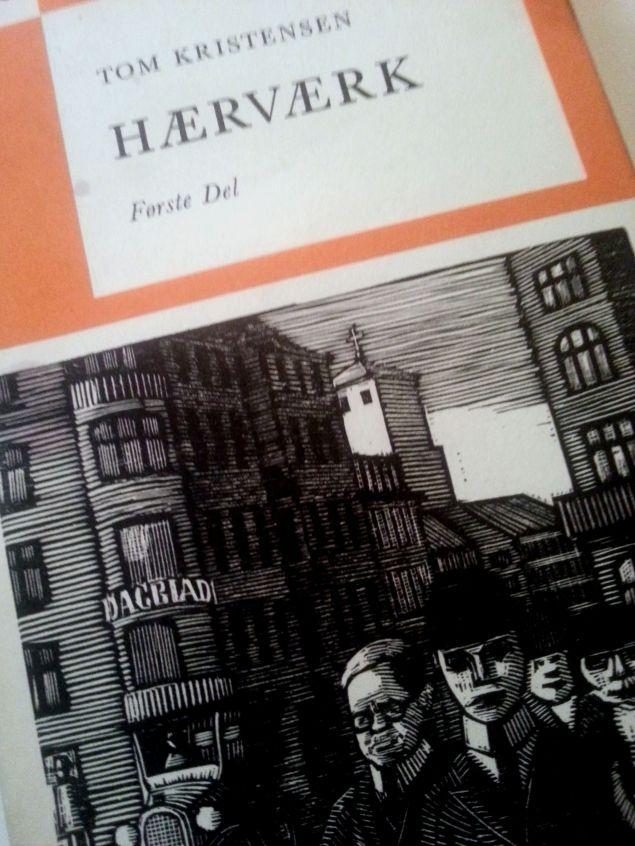 Cover med hentydninger til Munchs skildringher av apatiske borgere. Forfatteren selv til venstre i bildet.