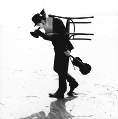 om Waits - foto: Anton Corbijn, lastet ned fra Tom waits ofisielle nettside