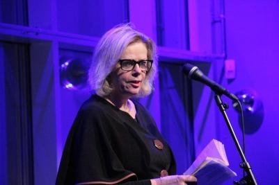 Muntert og humoristisk da Ingrid Elisabeth Kåss leste 'Let med Die a Youngman's Detah. Foto: astrid Borchgrevink lund.