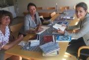 LESEVERDIGE OVERRASKELSER: Juryens Astrid Borchgrevink Lund(f.v.), Litteraturgarasjen, Geddy Aniksdal og Monika Lønnebakke fra Sparebanken Sør  er snart i mål.