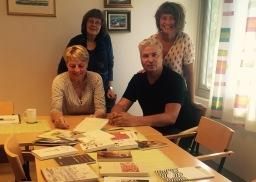 MYE Å LESE: Juryen i arbeid: F.v. Astrid Aase Thorstensen og Margit Kiland fra Porsgrunn bibliotek og Astrid Borchgrevink Lund og Per Erik Buchanan Andersen.