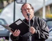I STORFORM: Jan Køppen Petersen resiterte dikt for publikum på Kaffe- og Thespesialen under Bjørg Vik-dagene 2015. Foto: kai Hansen.