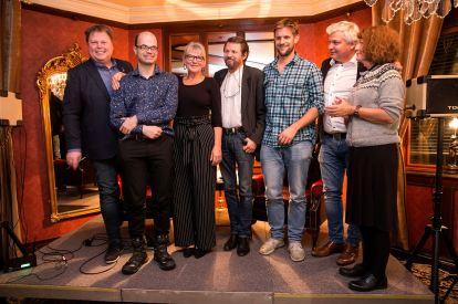 HARDBARKA GJENG: (f.v.) Jørn Lier Horst, Hans Olav Lahlum, Merete Junker, Tom Egeland, Aslak Nore, Per Erik Buchanan Andersen og Astrid Borchgrevink Lund. Foto Per-Åge Eriksen.
