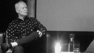 SJENERØS GAVE: Helge Ottesen har gitt 600 cd-er med band og artister fra Telemark til Skien bibliotek.